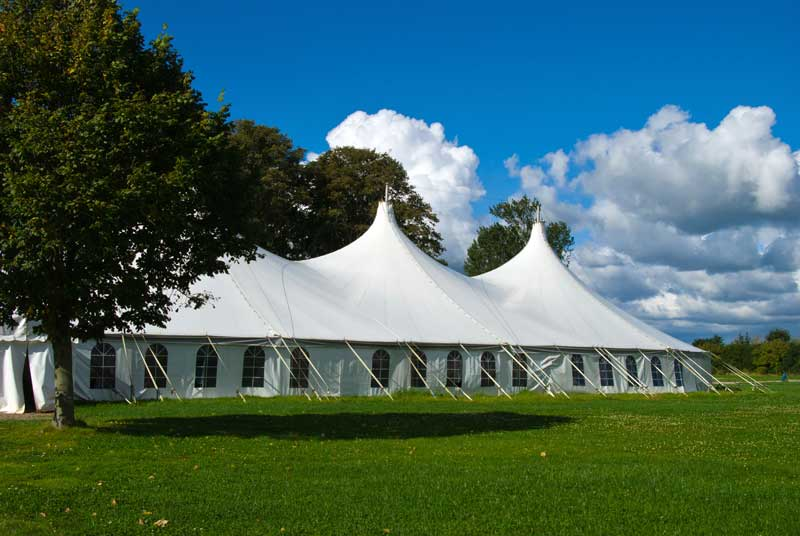 4 Reasons to Rent a Tent for Your Outdoor Party