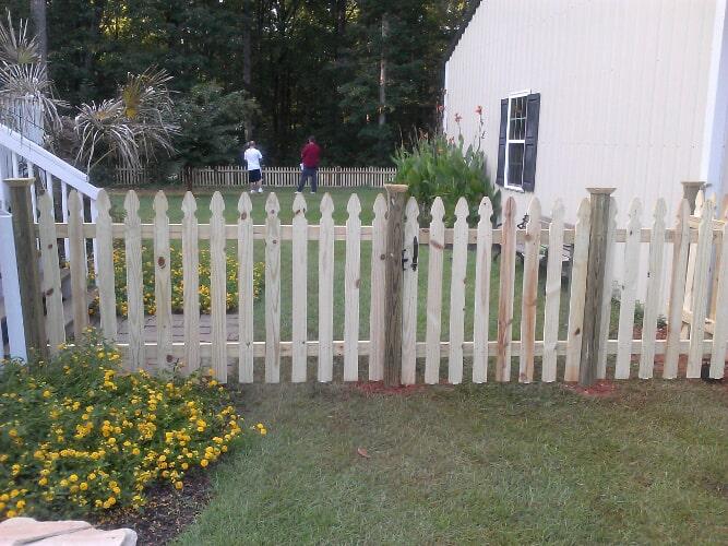 Backyard Wood Picket Fence   Columbia, SC   The Fence Company