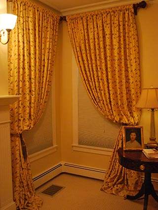 Upholstery draperies blinds carpet rhode island bob frances interiors for Rhode island interior designers
