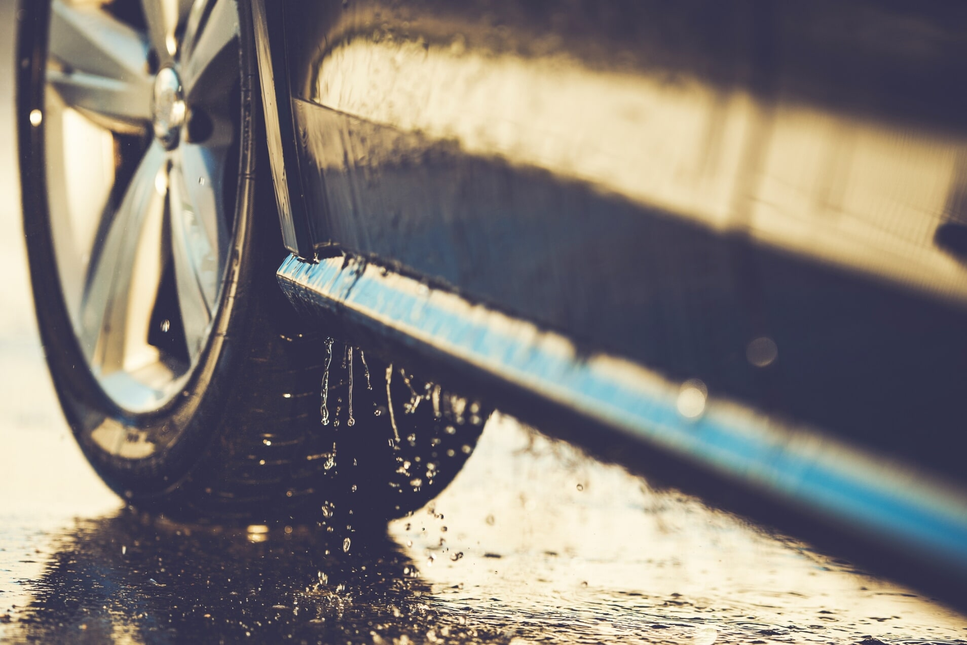 Car wash lakewood co buckys car wash car washing with blue sponge car wash in lakewood co solutioingenieria Gallery