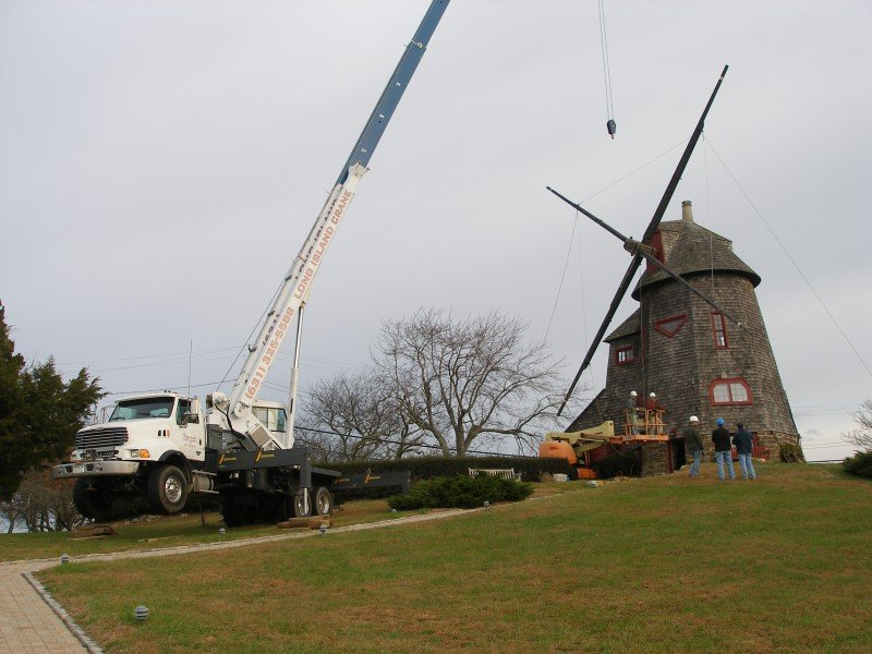 40 Ton Manitex Removing Blades From A Windmill At Southampton College