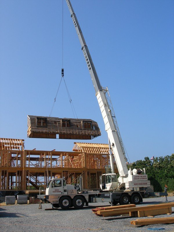 70 Ton Terex Setting A Roof Structure In Water Mill