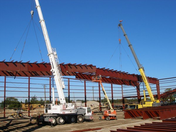 100 Ton Grove & 100 Ton Krupp Placing Roof System For A Hangar in Westhampton