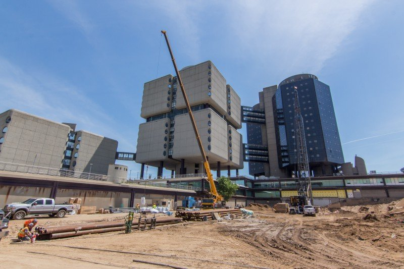100 Ton Liebherr Placing Roofing Material At Stony Brook Hospital