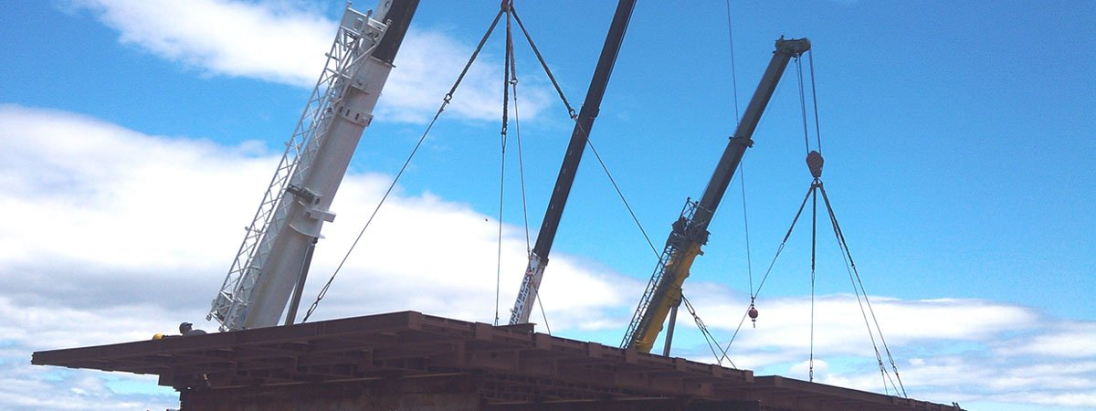 Three Cranes Setting A 125,000 lb Floor Structure in Southampton