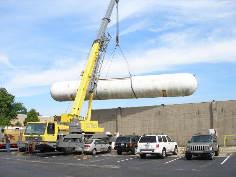 100 Ton Grove Removing a 70,000 lb Propane Tank At Entenmann's Bakery In Brentwood