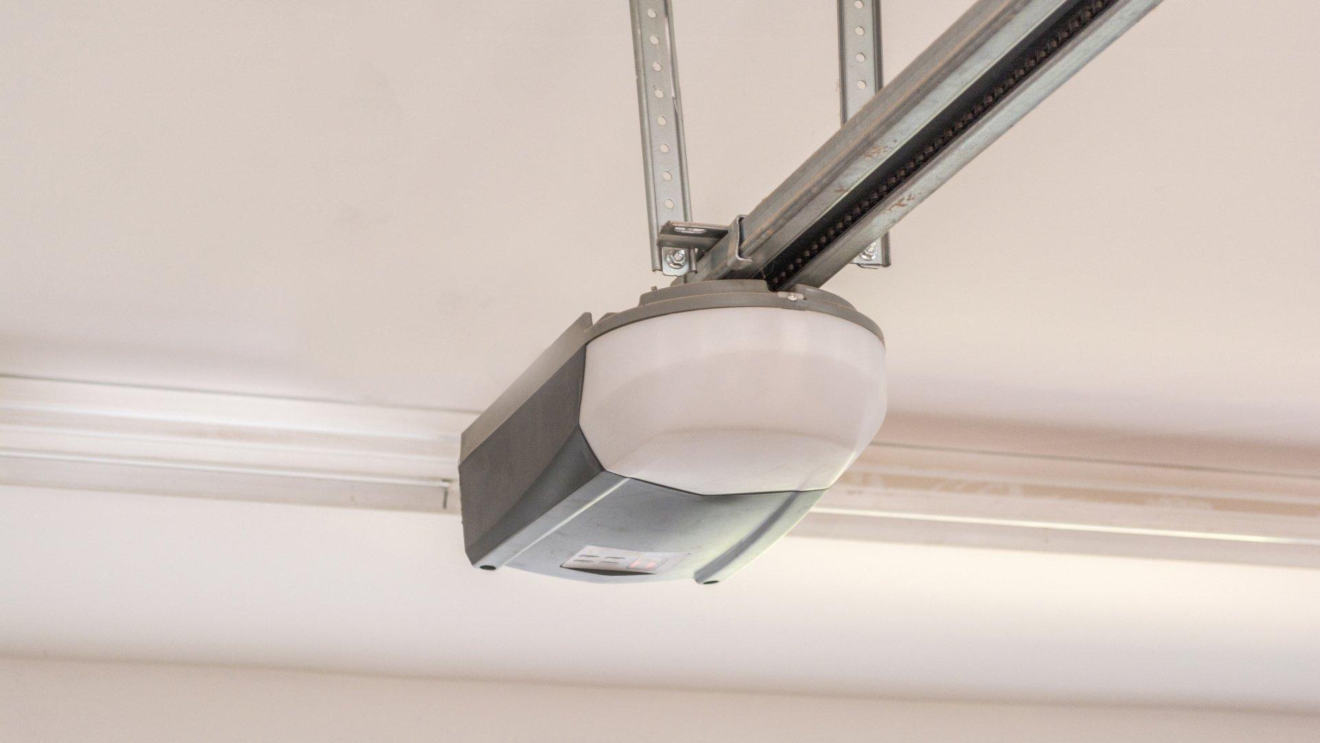 Pr Residential Garage Door Top Fixture /& Pr 10 Ball Rollers Overhead Wood Door