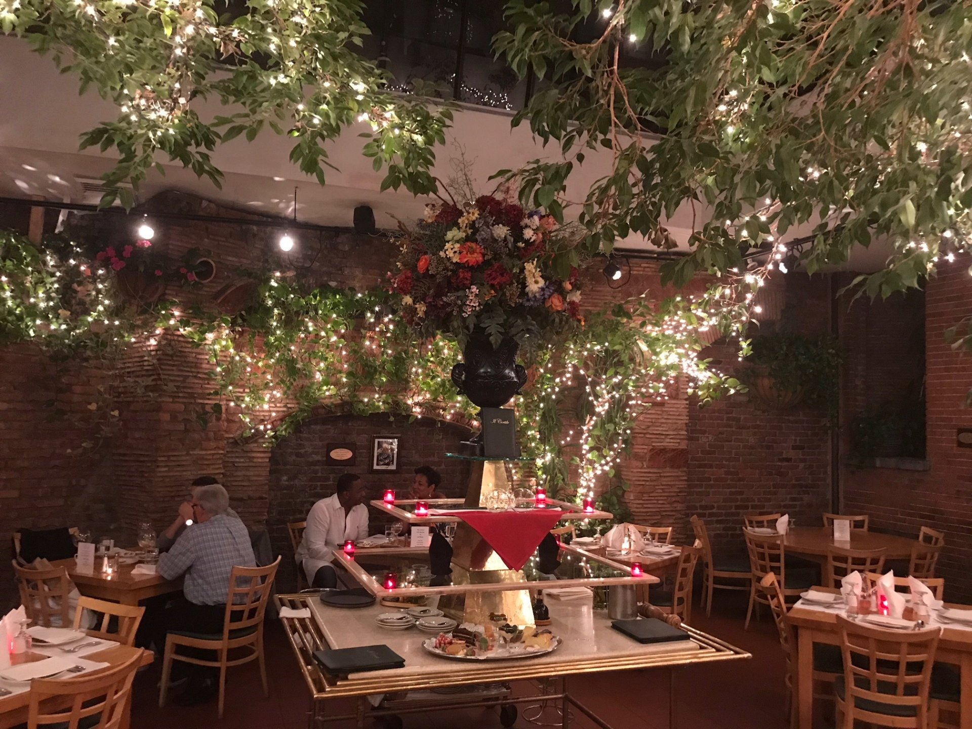 Italian Restaurant - New York, NY - Il Cortile Restaurant