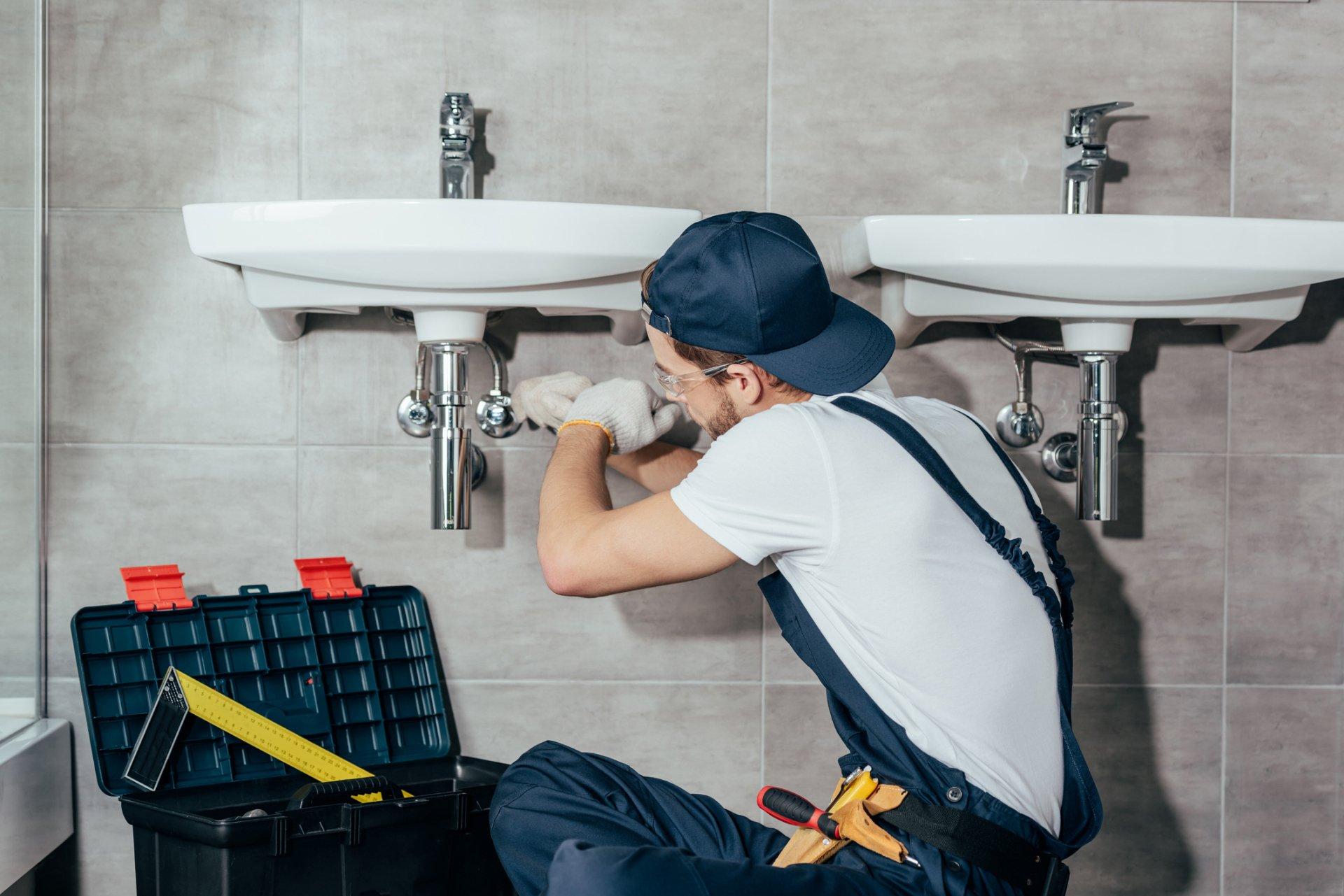 ограничьтесь русский сантехник пришел чинить брюнеточка упругой попочкой