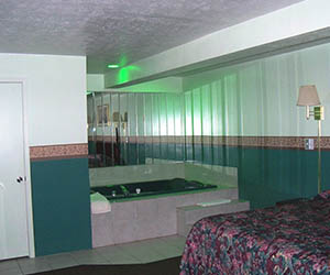 Jacuzzi Rooms – Pittsburgh, PA - Valley Motel
