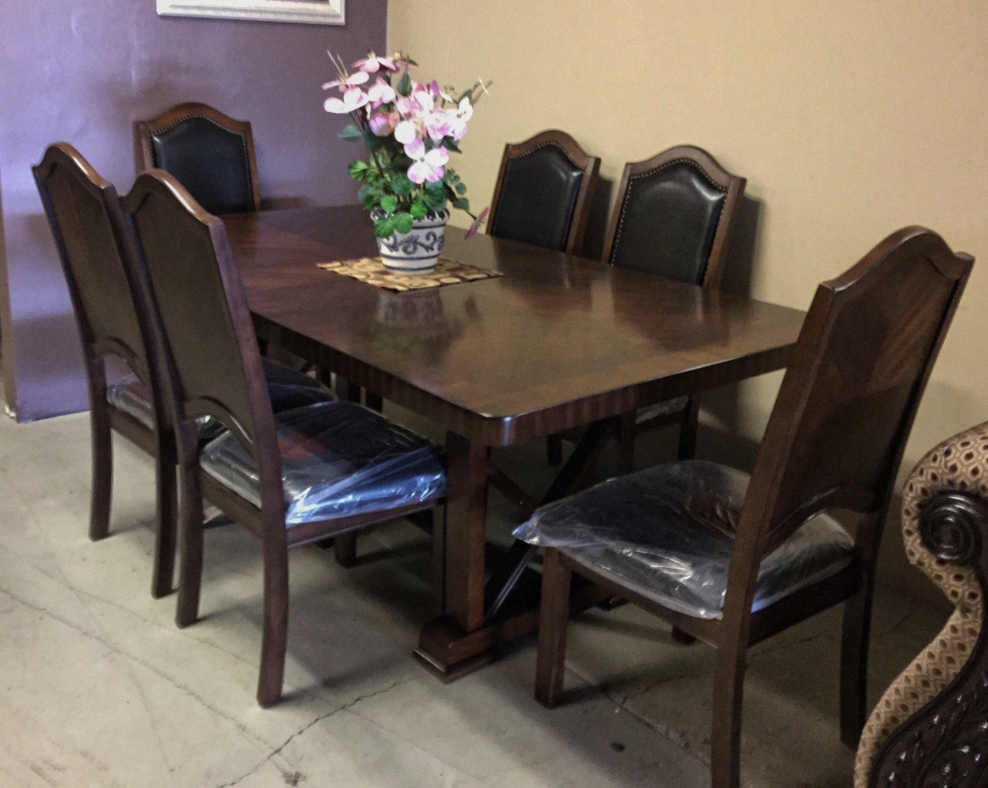 Affordable, Lasting Furniture & Décor